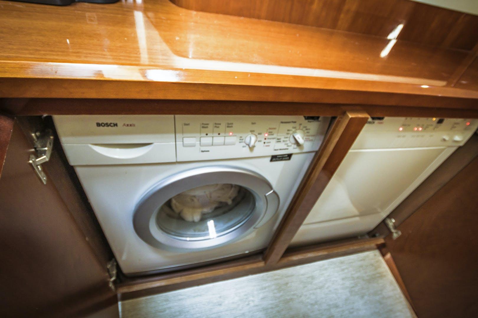 2007 Viking Princess 70' Viking Sport Cruiser Palarran   Picture 5 of 56
