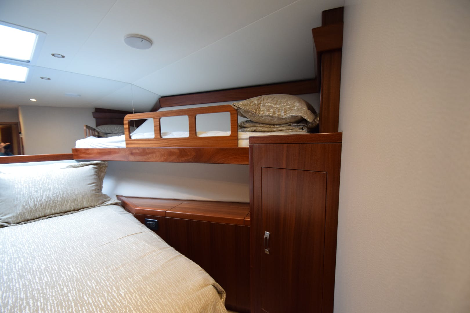 2016 Hatteras 63' 63GT  | Picture 8 of 84