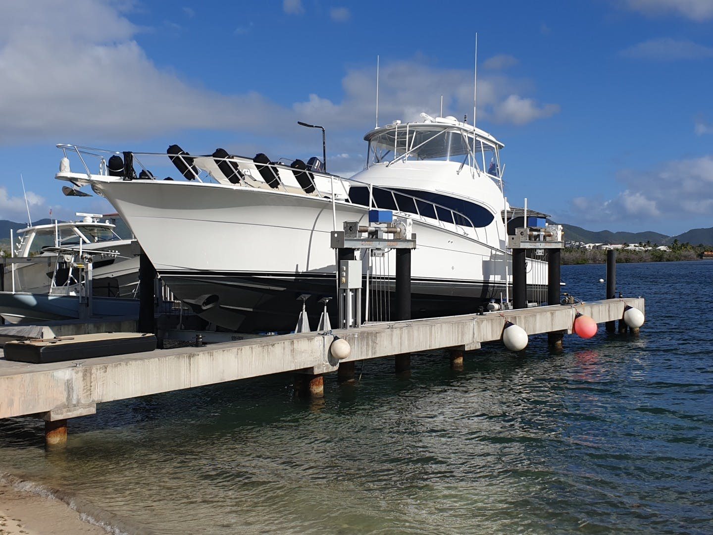 2016 Hatteras 63' 63GT  | Picture 4 of 84