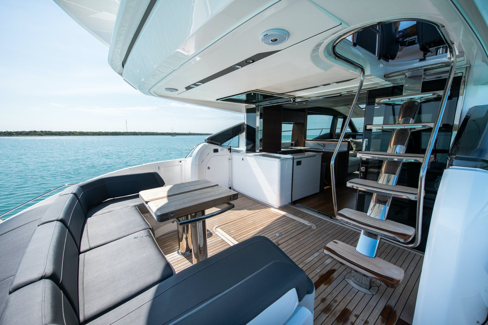 2017 Princess 65' S65 KEEPIN' IT LIGHT    Picture 3 of 28