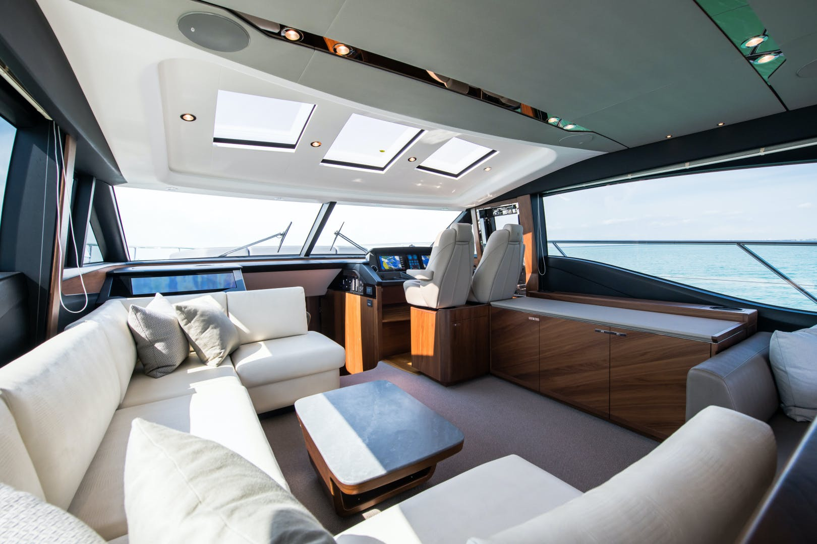 2017 Princess 65' S65 KEEPIN' IT LIGHT    Picture 1 of 28