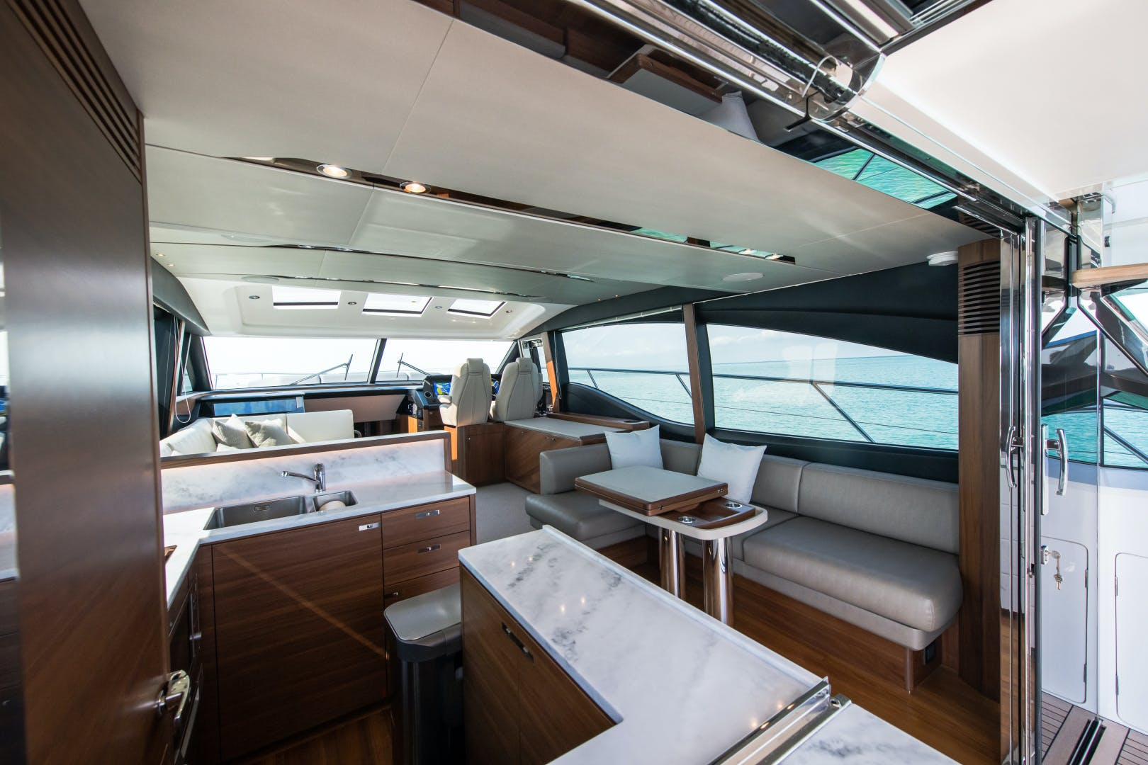 2017 Princess 65' S65 KEEPIN' IT LIGHT    Picture 4 of 28