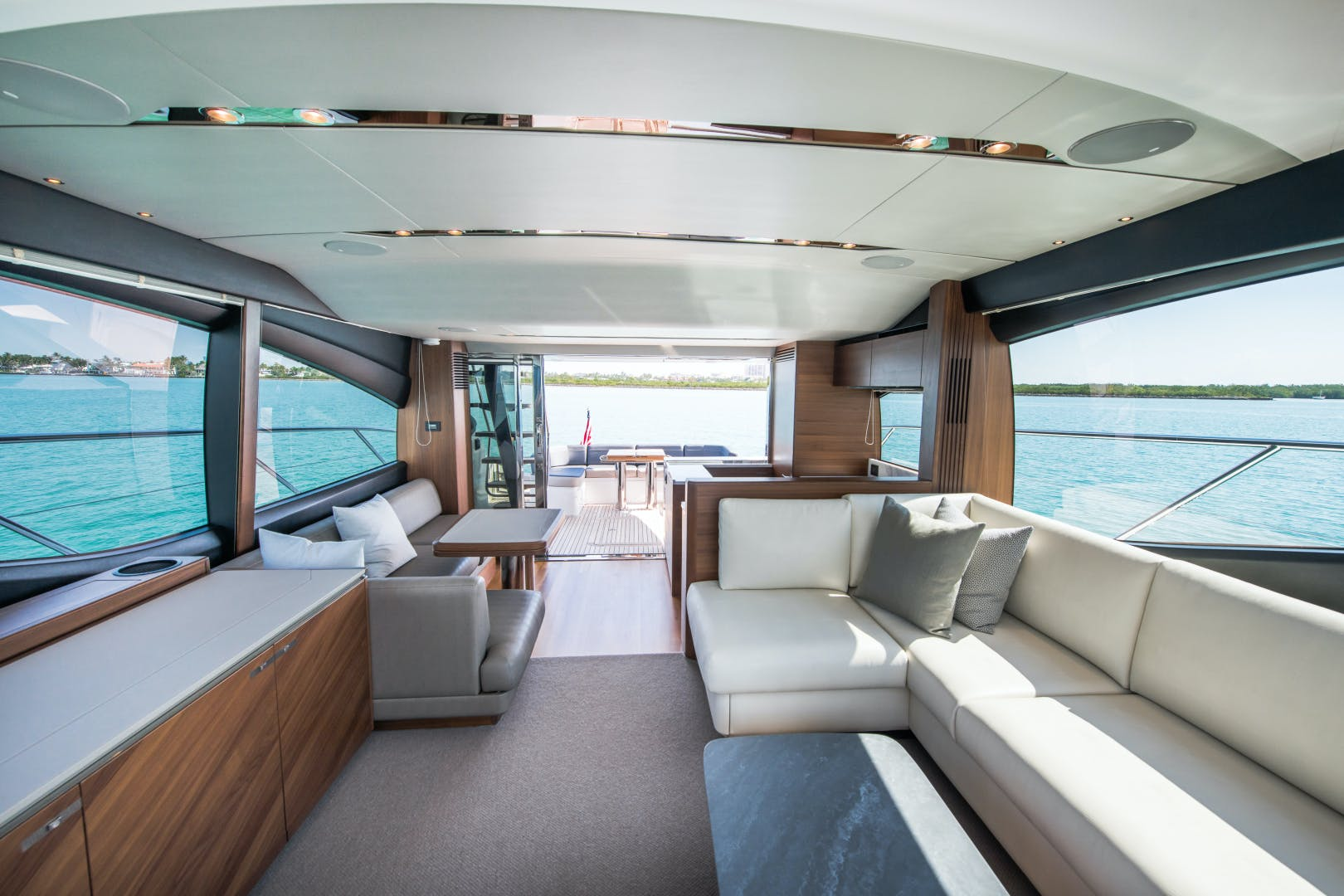 2017 Princess 65' S65 KEEPIN' IT LIGHT    Picture 8 of 28