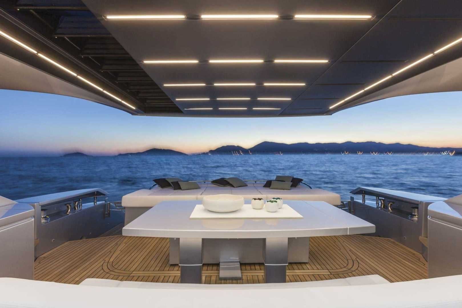 2016 Pershing 82'   | Picture 6 of 10