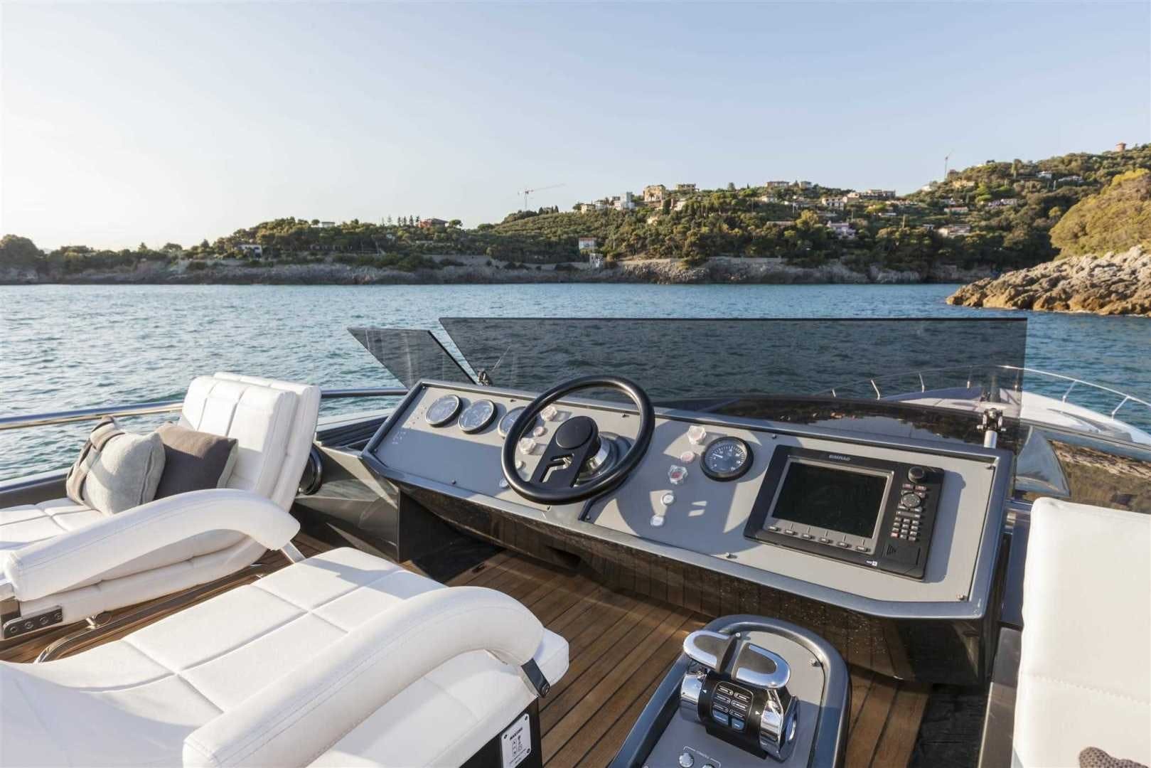 2016 Pershing 82'   | Picture 4 of 10