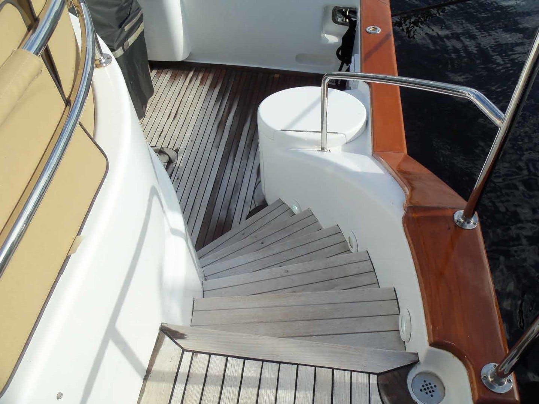2004 Queenship 76' Barretta 76 SEA MYSTIC | Picture 5 of 86