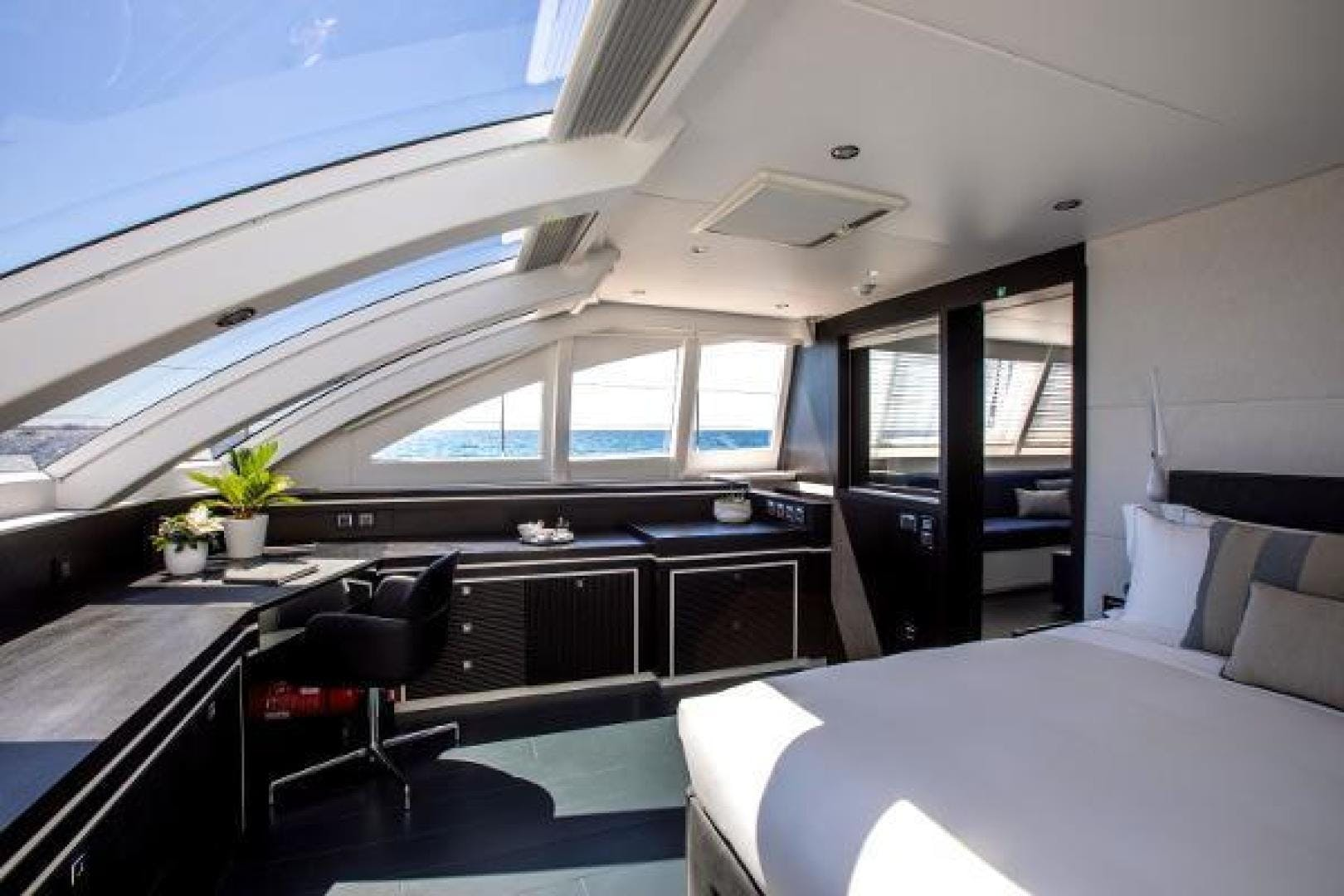 2011 Catamaran 95' Blue Coast Yachts  CARTOUCHE | Picture 8 of 44