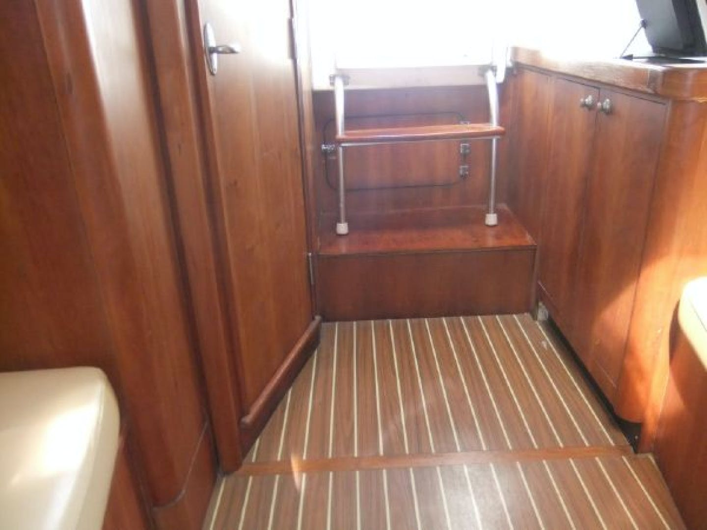 2004 Mainship 30' Pilot 30-II Blue Moon | Picture 2 of 43