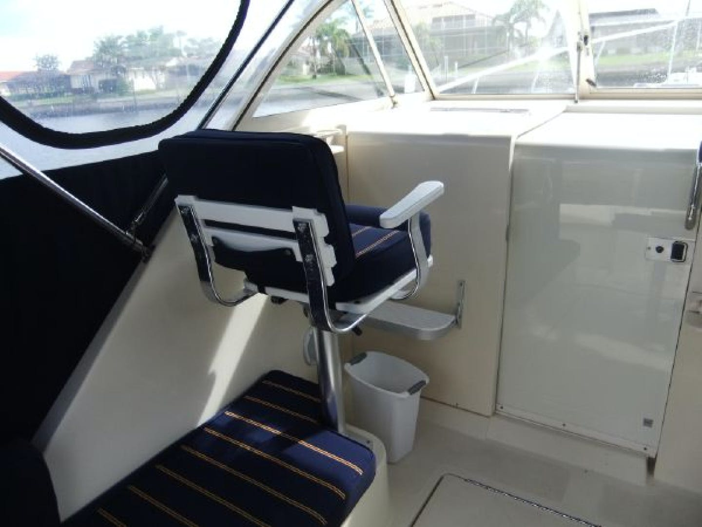 2004 Mainship 30' Pilot 30-II Blue Moon | Picture 6 of 43