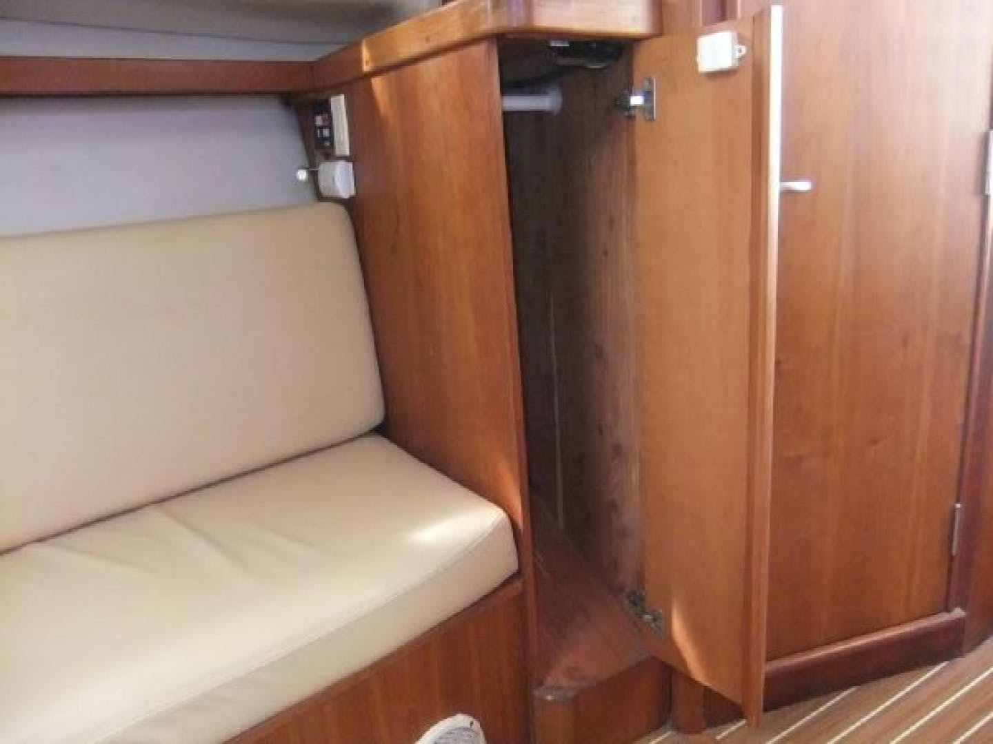 2004 Mainship 30' Pilot 30-II Blue Moon | Picture 8 of 43