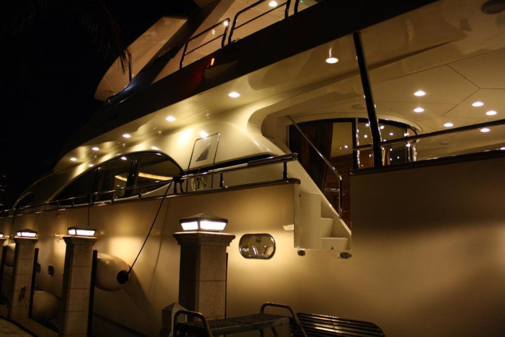 2000 Azimut 100' Jumbo Carobelle | Picture 2 of 87
