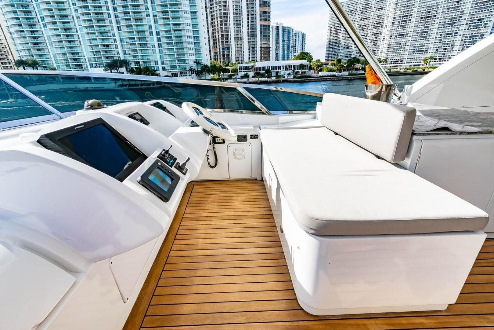 2007 Azimut 85' Flybridge Blue | Picture 4 of 56