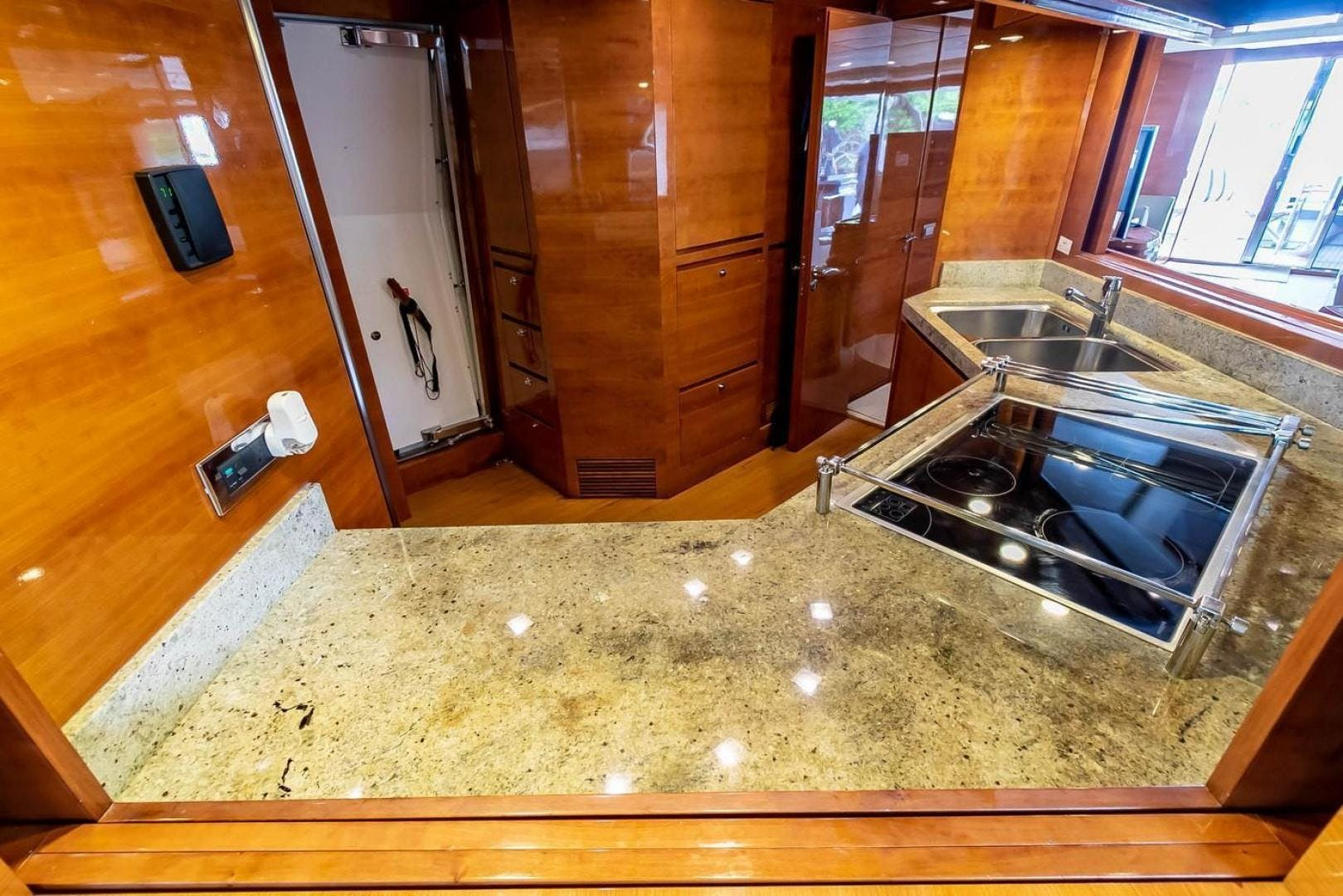 2007 Azimut 85' Flybridge Blue | Picture 5 of 56