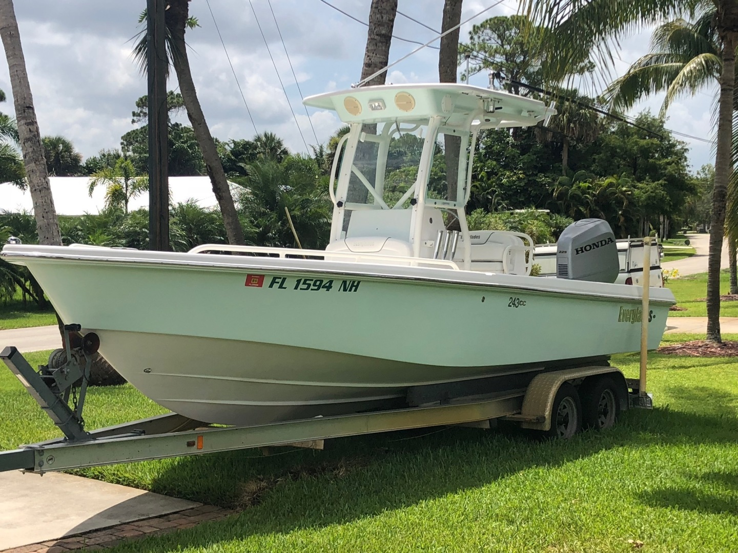 2007 Everglades 24' 243CC With Trailer and No Bottom Paint