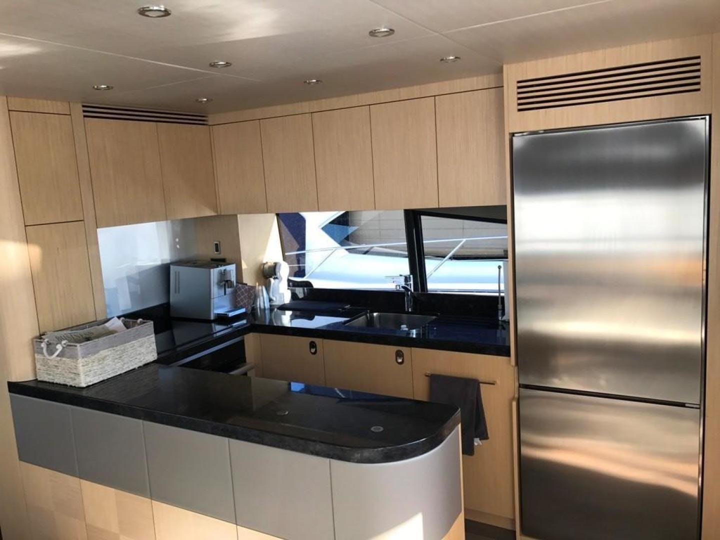 2017 Sunseeker 75' Yacht Mojo Risin   Picture 2 of 63