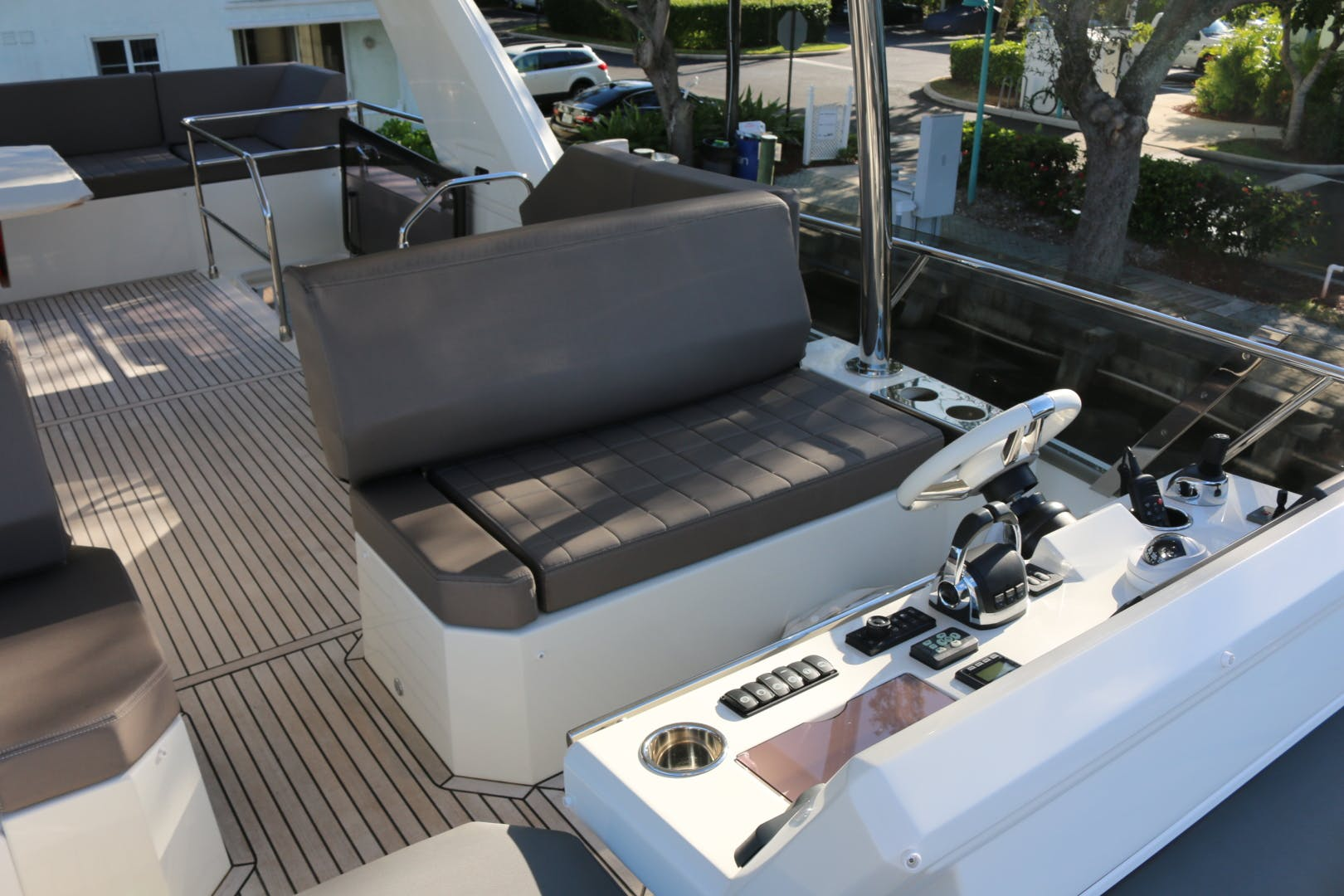 2018 Prestige 63' 630 Over The Rainbow | Picture 3 of 97