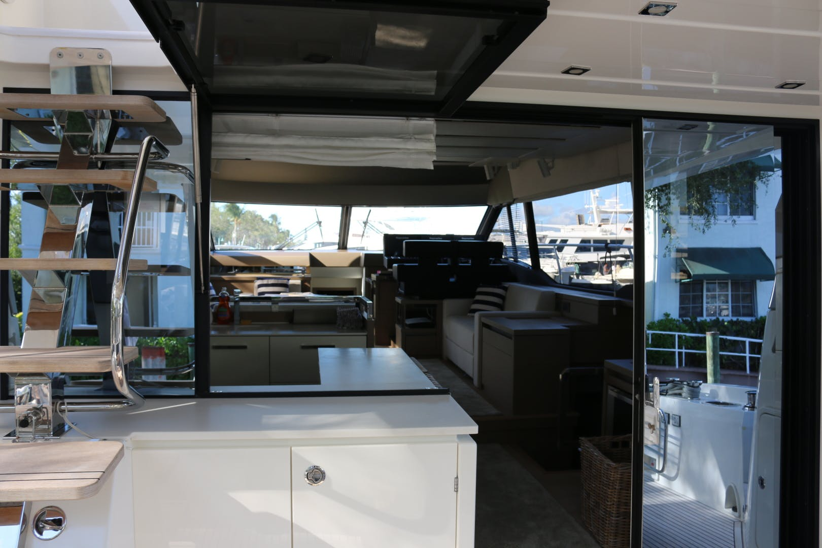 2018 Prestige 63' 630 Over The Rainbow | Picture 5 of 97