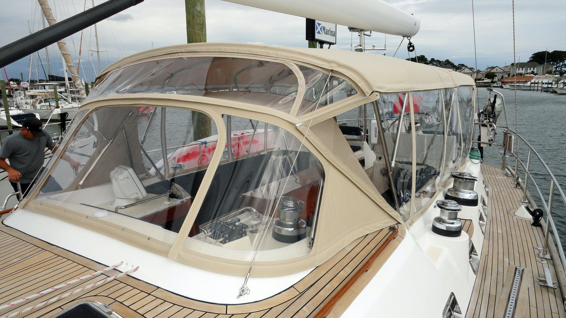 2010 Hylas 70' Center Cockpit MAGNETIC SKY | Picture 7 of 37