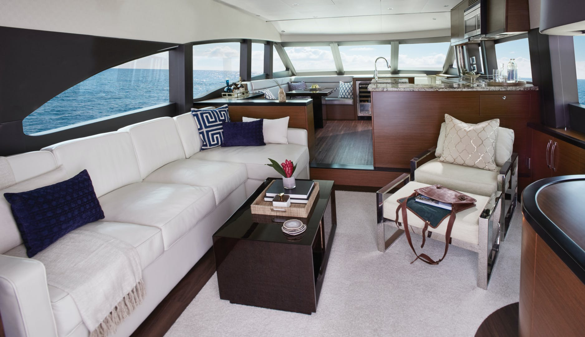 2021 Hatteras 60' M60 M60 | Picture 2 of 7