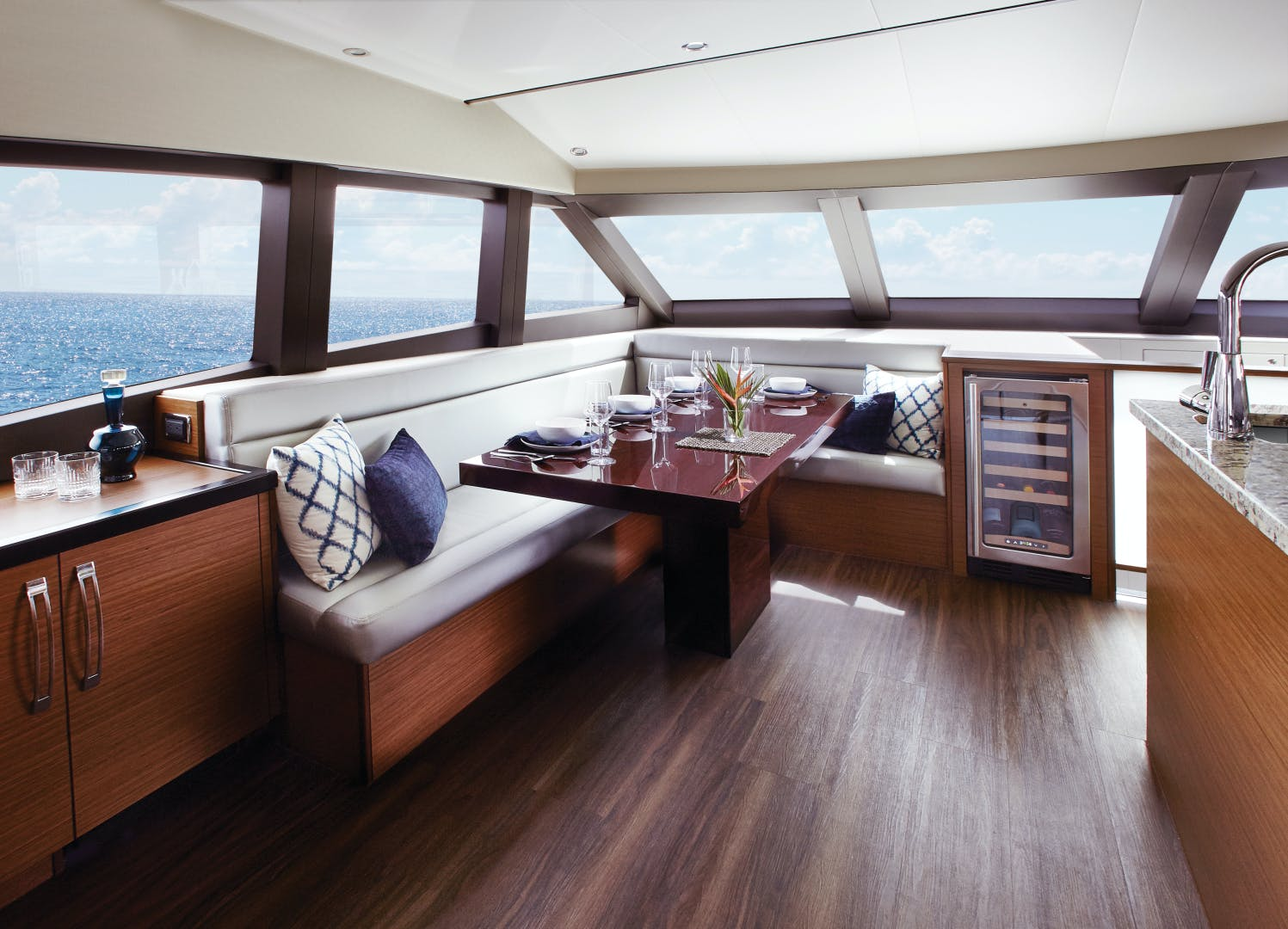2021 Hatteras 60' M60 M60 | Picture 4 of 7