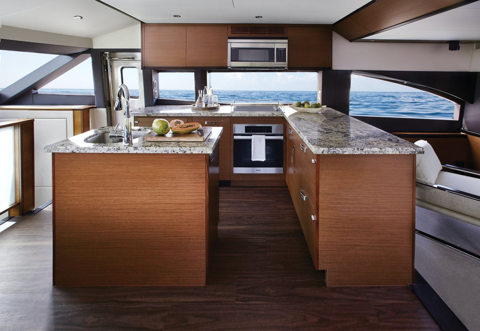 2021 Hatteras 60' M60 M60 | Picture 3 of 7
