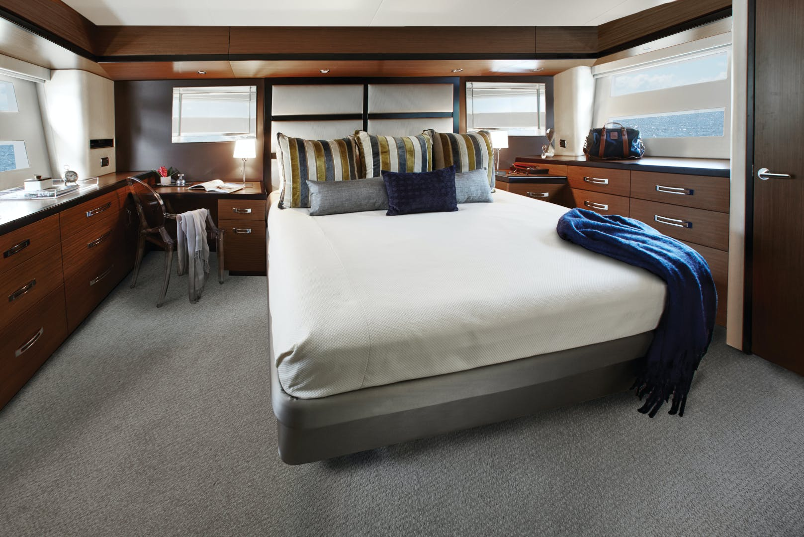 2021 Hatteras 60' M60 M60 | Picture 5 of 7