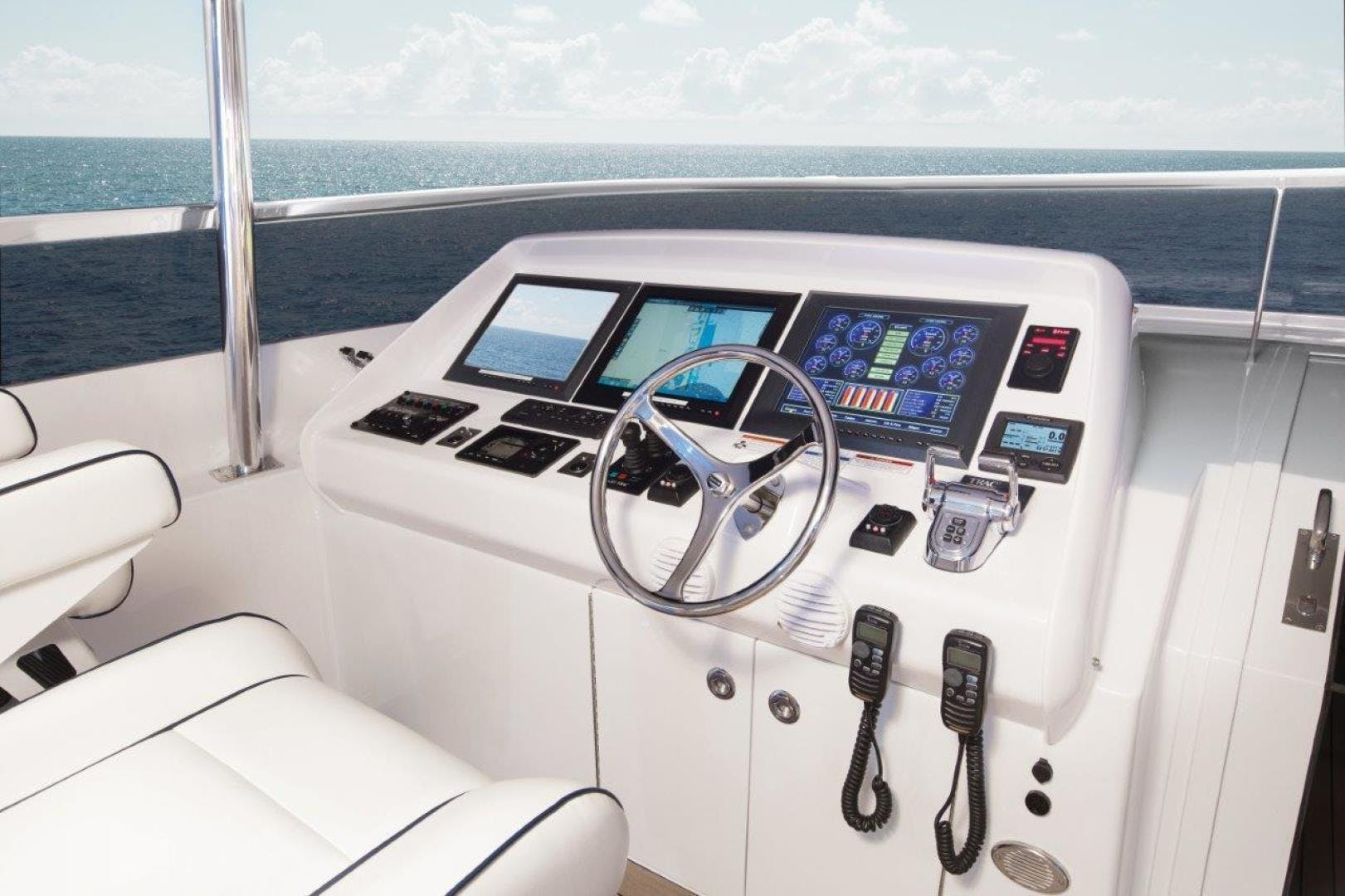 2021 Hatteras 104'  105 RAISED PILOTHOUSE | Picture 7 of 8