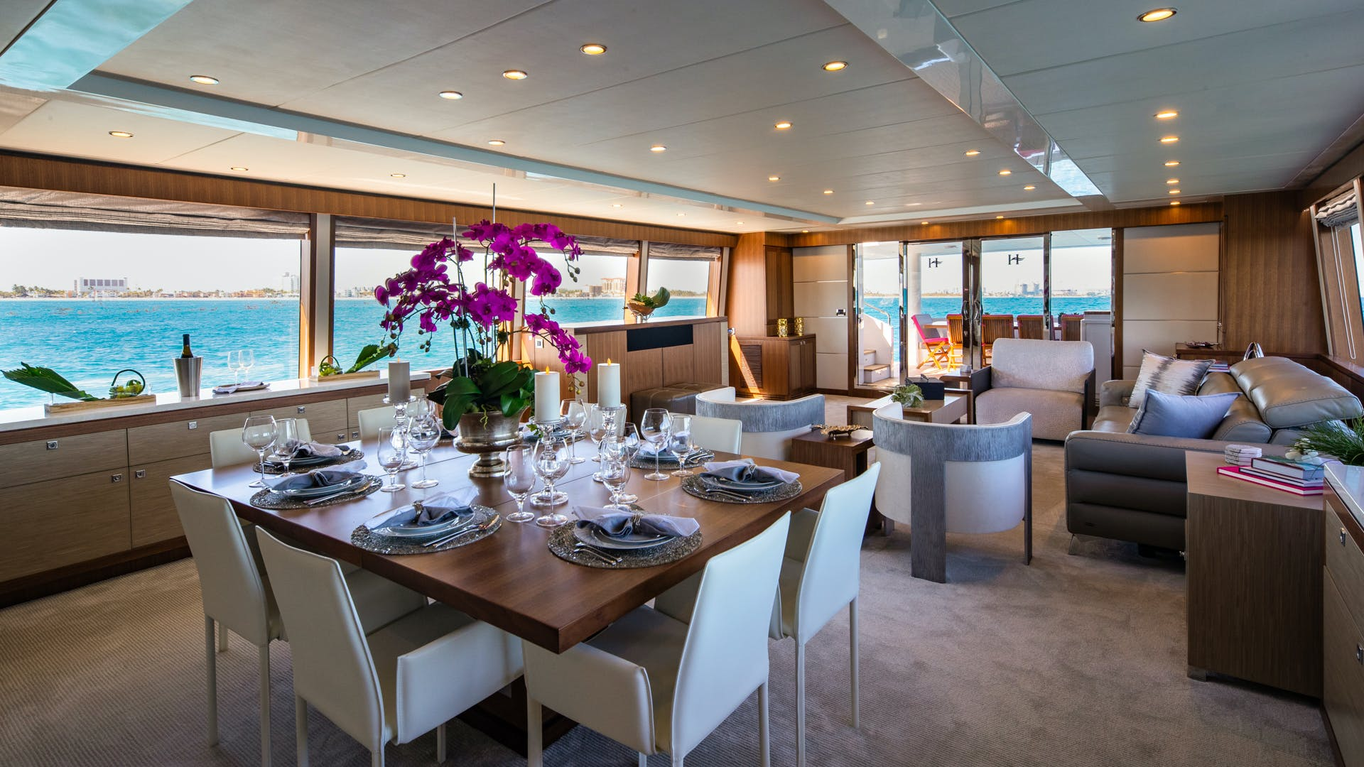 2020 Hargrave 105' Raised Pilothouse IRRESISTIBLE | Picture 8 of 79