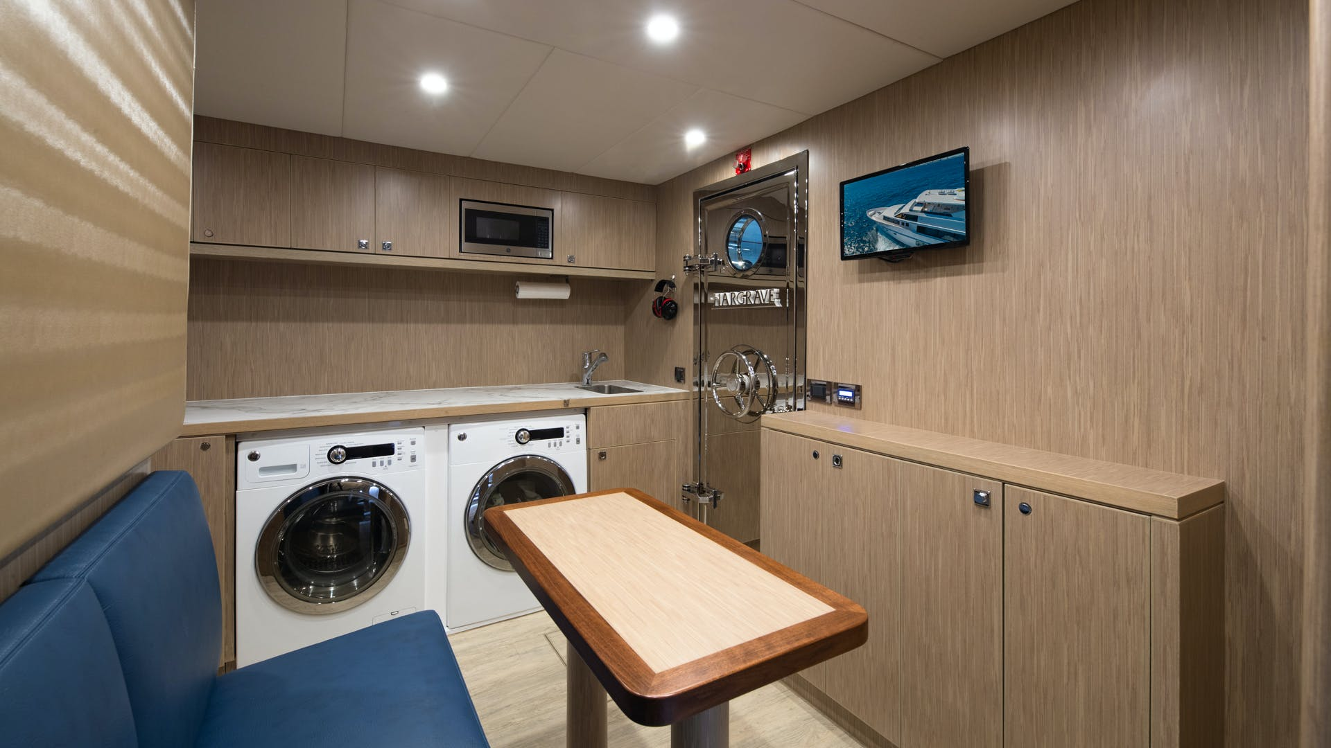 2020 Hargrave 105' Raised Pilothouse IRRESISTIBLE | Picture 2 of 79