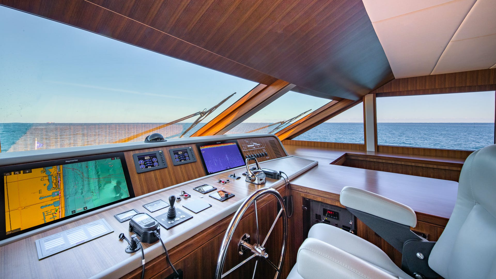 2020 Hargrave 105' Raised Pilothouse IRRESISTIBLE | Picture 5 of 79