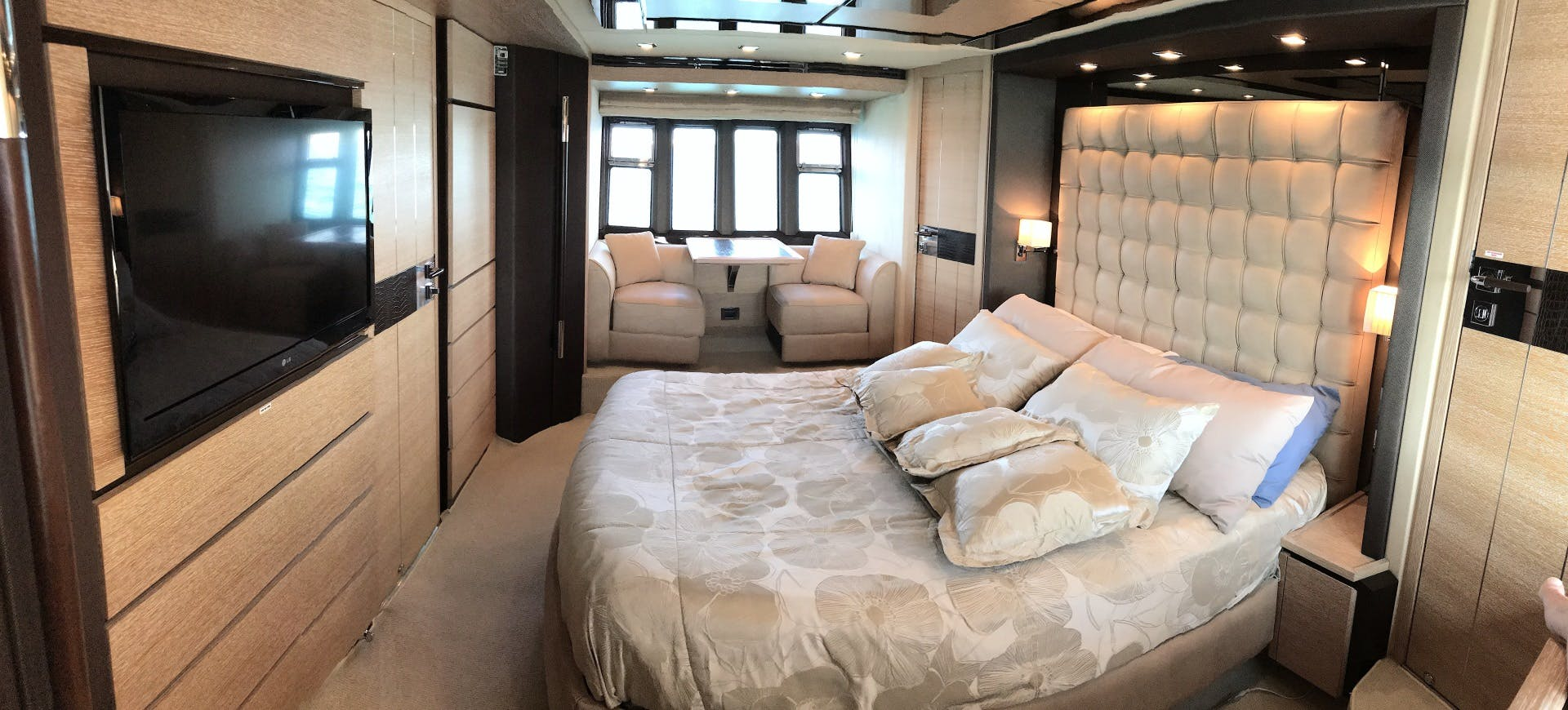 2012 Azimut 70' 70 Flybridge PRIVATE RESERVE   Picture 5 of 32