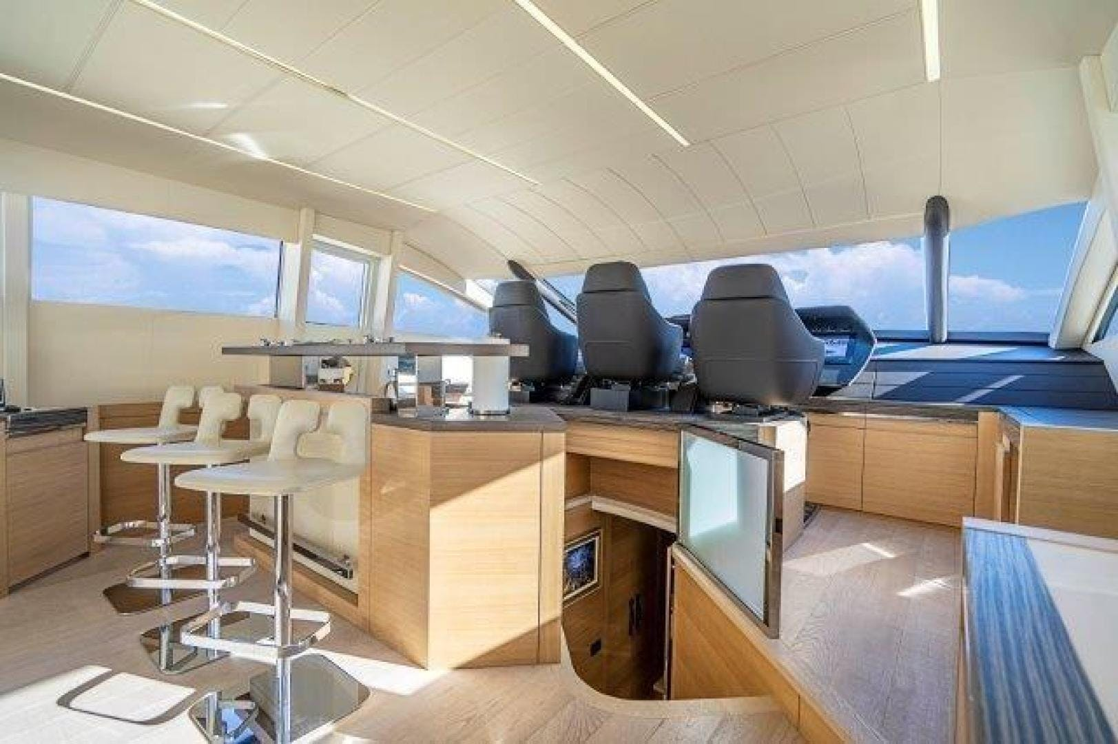 2014 Pershing 92' Motoryacht Neverland | Picture 8 of 52