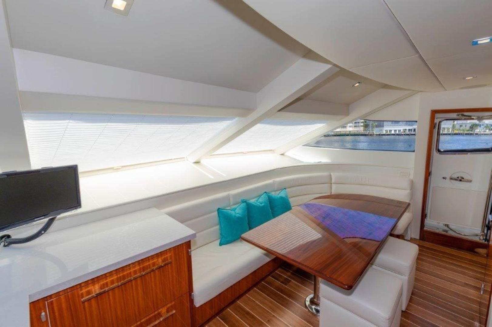2013 Hatteras 80' Motor Yacht LEXUS LADY | Picture 6 of 42