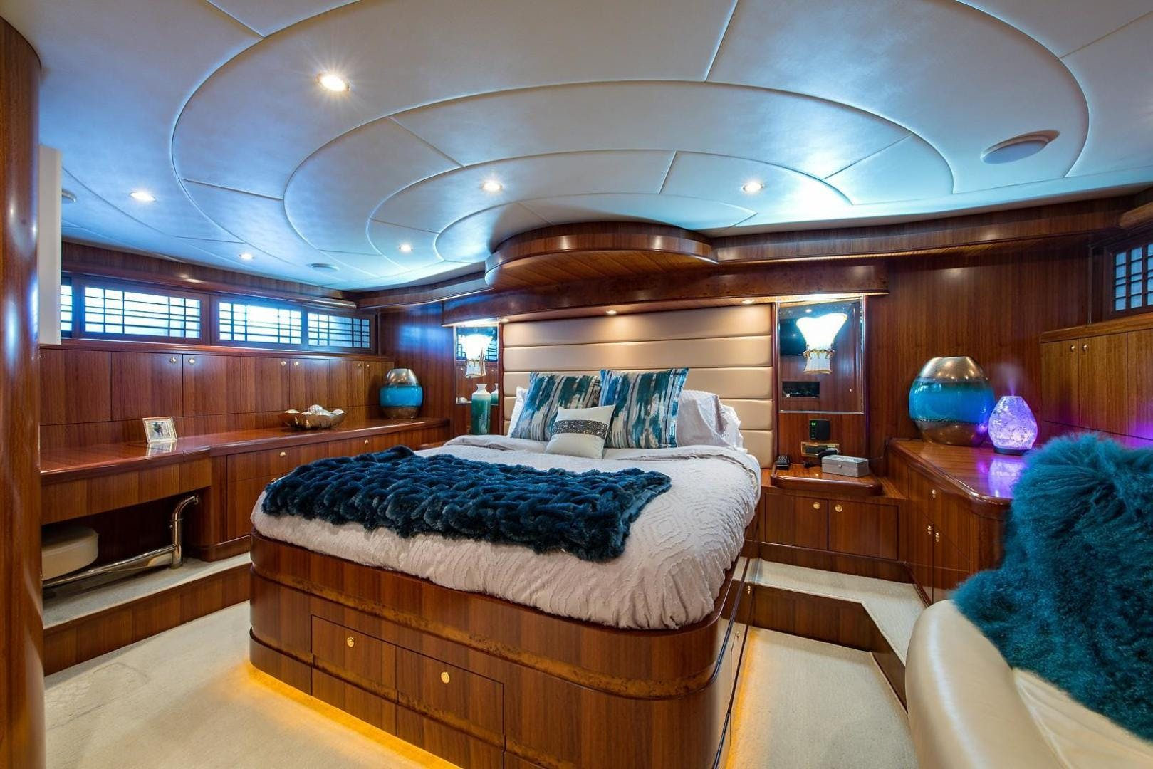 2007 Johnson 87' 87 MOTOR YACHT FITNAUTIC | Picture 7 of 84
