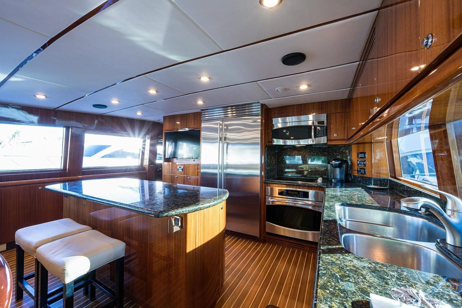 2010 Hargrave 101' Motoryacht SOLO TU | Picture 7 of 87
