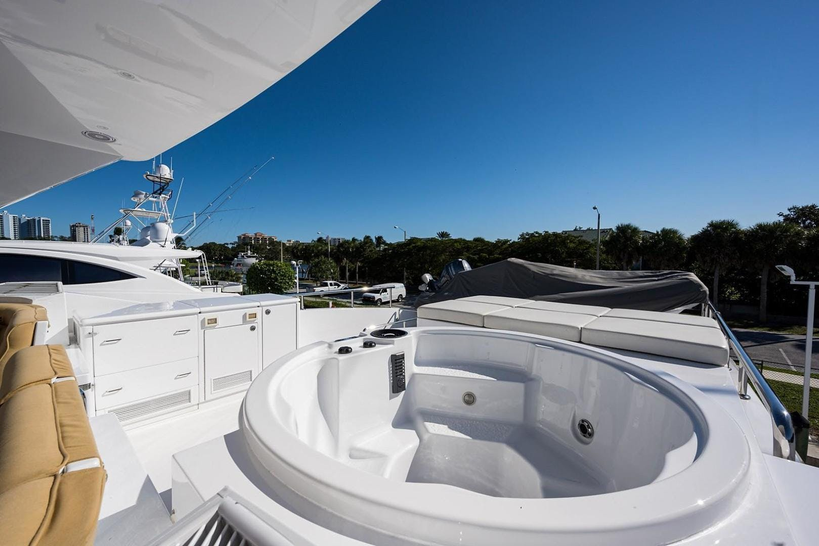 2010 Hargrave 101' Motoryacht SOLO TU | Picture 5 of 87