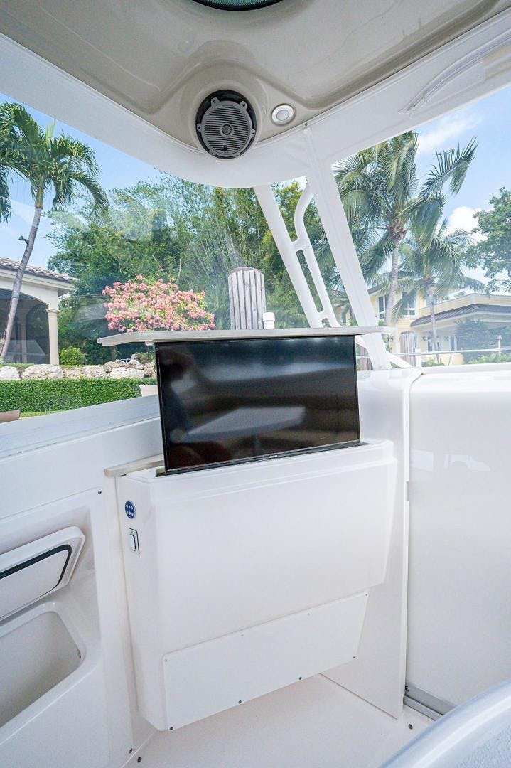 2016 Everglades 36' 360 LXC Jayhawker | Picture 3 of 35