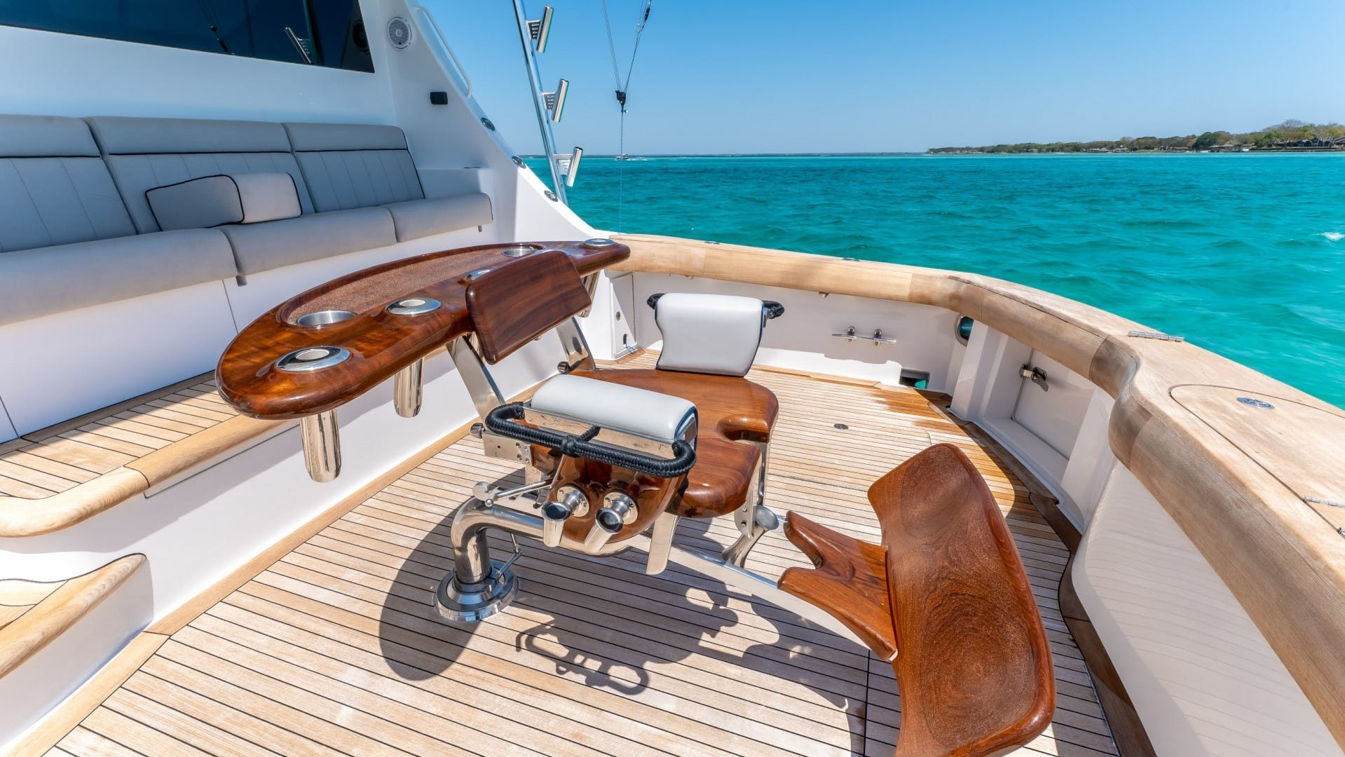 2017 Hatteras 70' GT70 Gear Jammer | Picture 8 of 51