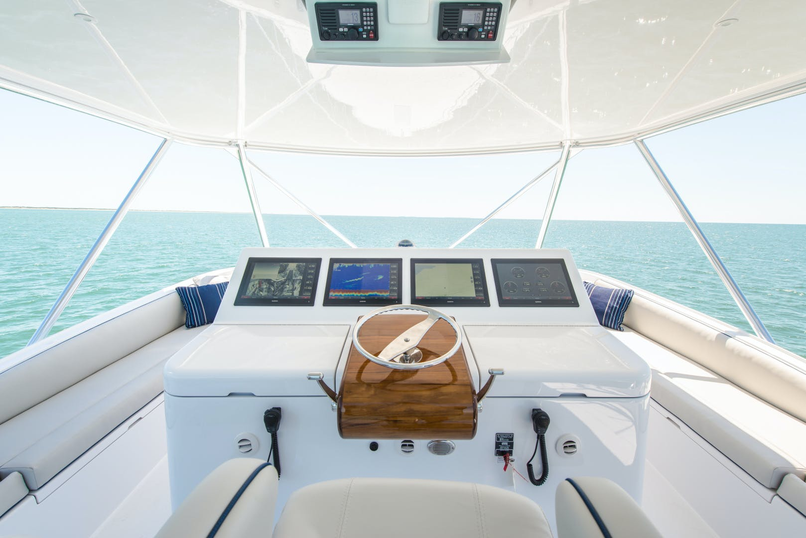 2017 Hatteras 70' GT70 Gear Jammer | Picture 1 of 43