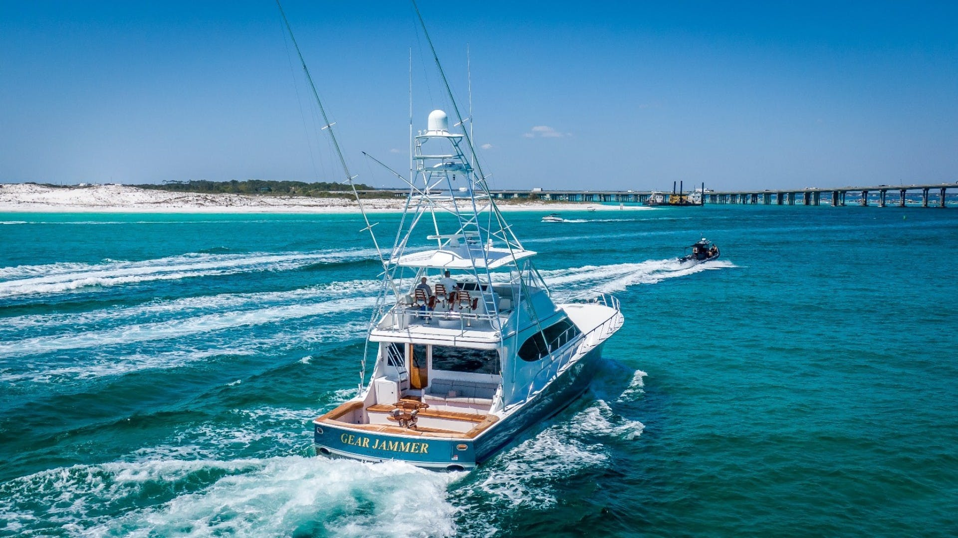 2017 Hatteras 70' GT70 Gear Jammer | Picture 6 of 51