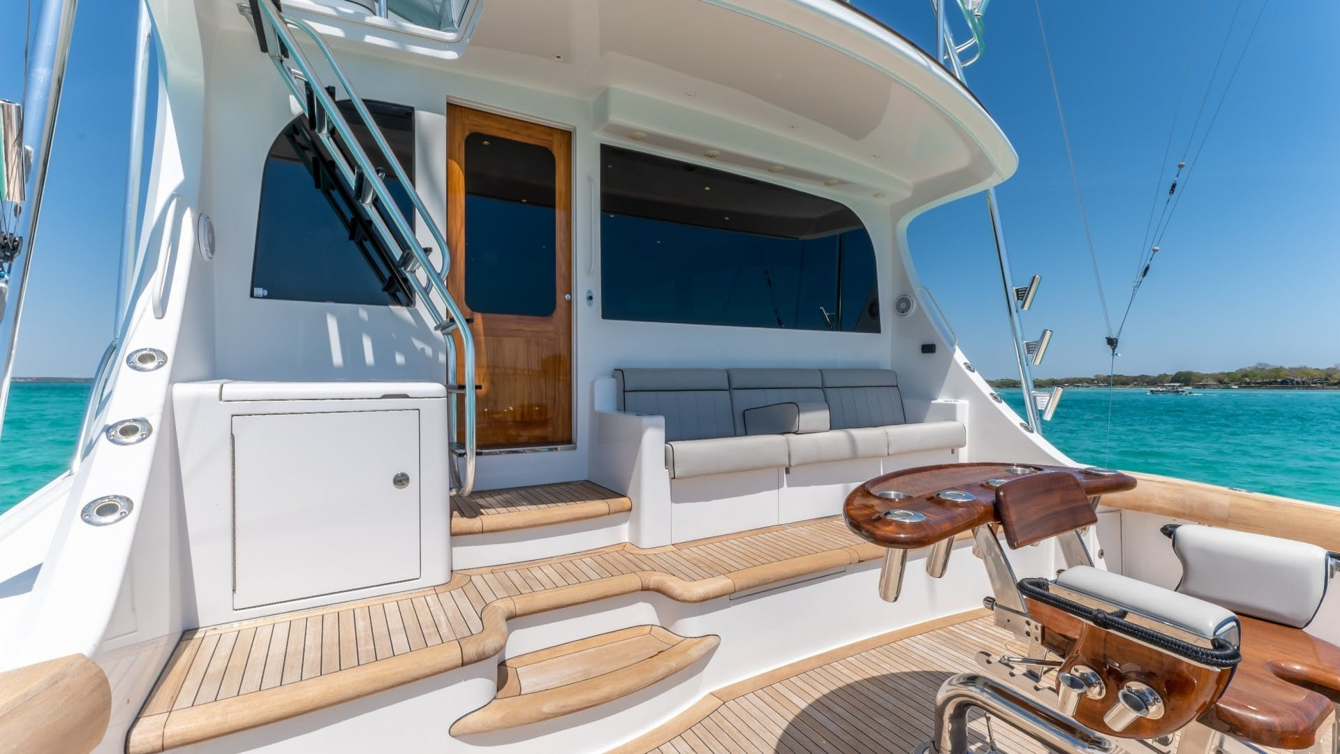 2017 Hatteras 70' GT70 Gear Jammer | Picture 7 of 51