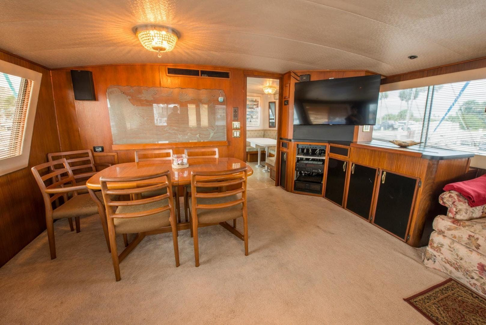 1981 Hatteras 61'  Romance II     Picture 4 of 61