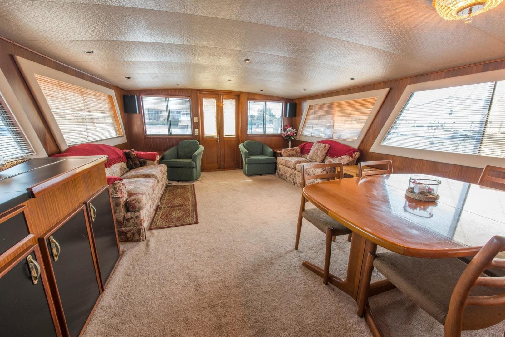 1981 Hatteras 61'  Romance II     Picture 2 of 61