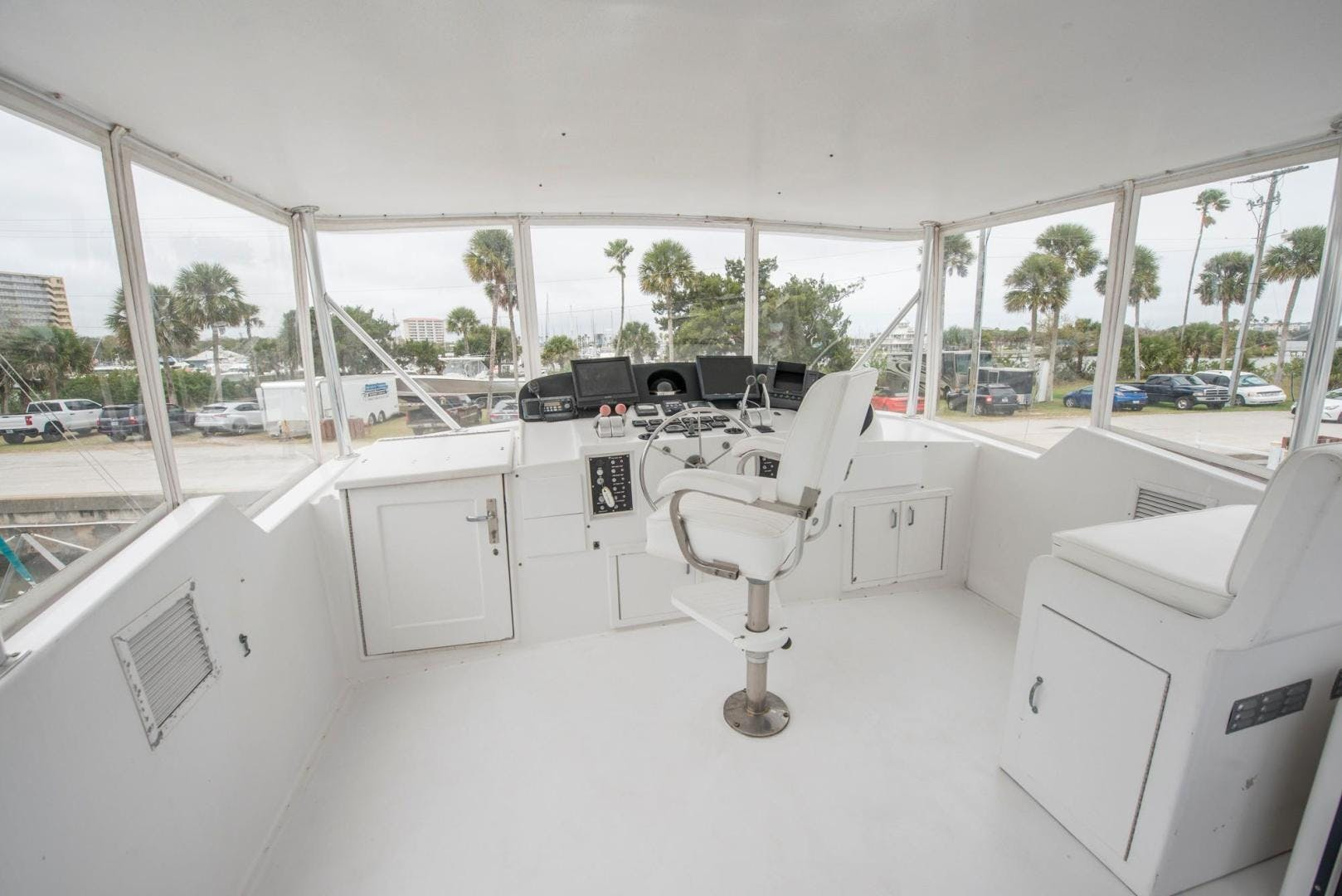 1981 Hatteras 61'  Romance II     Picture 6 of 61