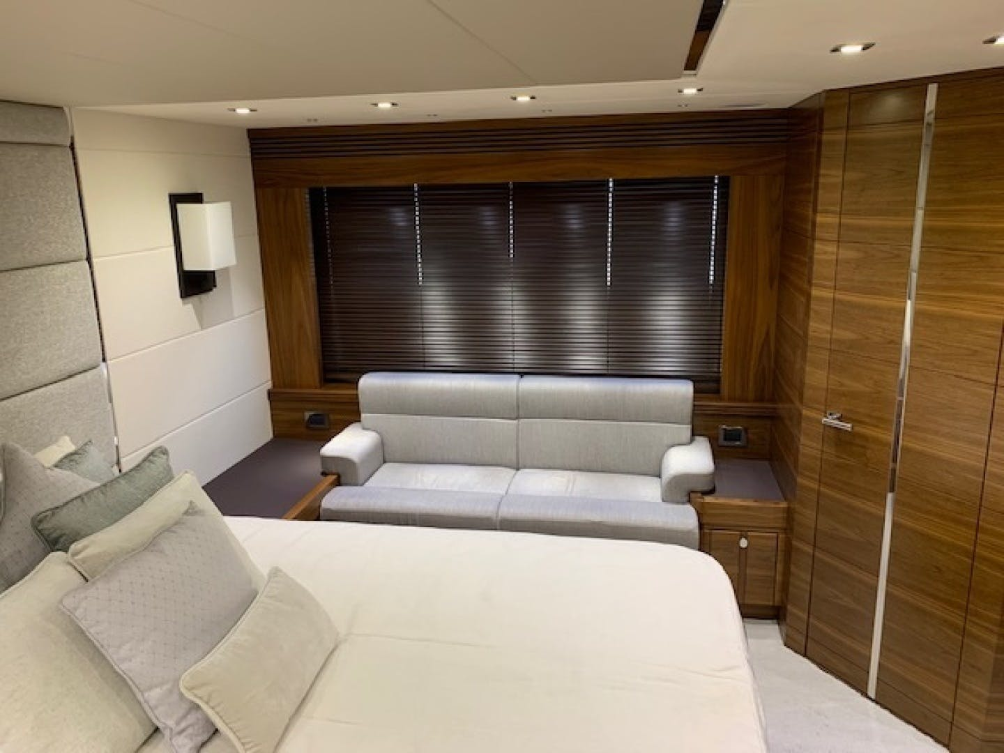 2017 Sunseeker 68' Predator Piece Of Ship | Picture 7 of 41