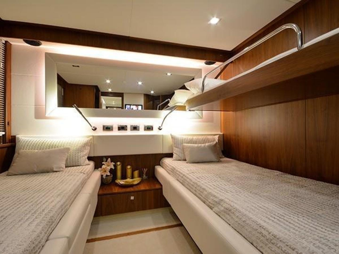 2011 Sunseeker 88' Flybridge Motor Yacht EXIMIUS | Picture 2 of 30