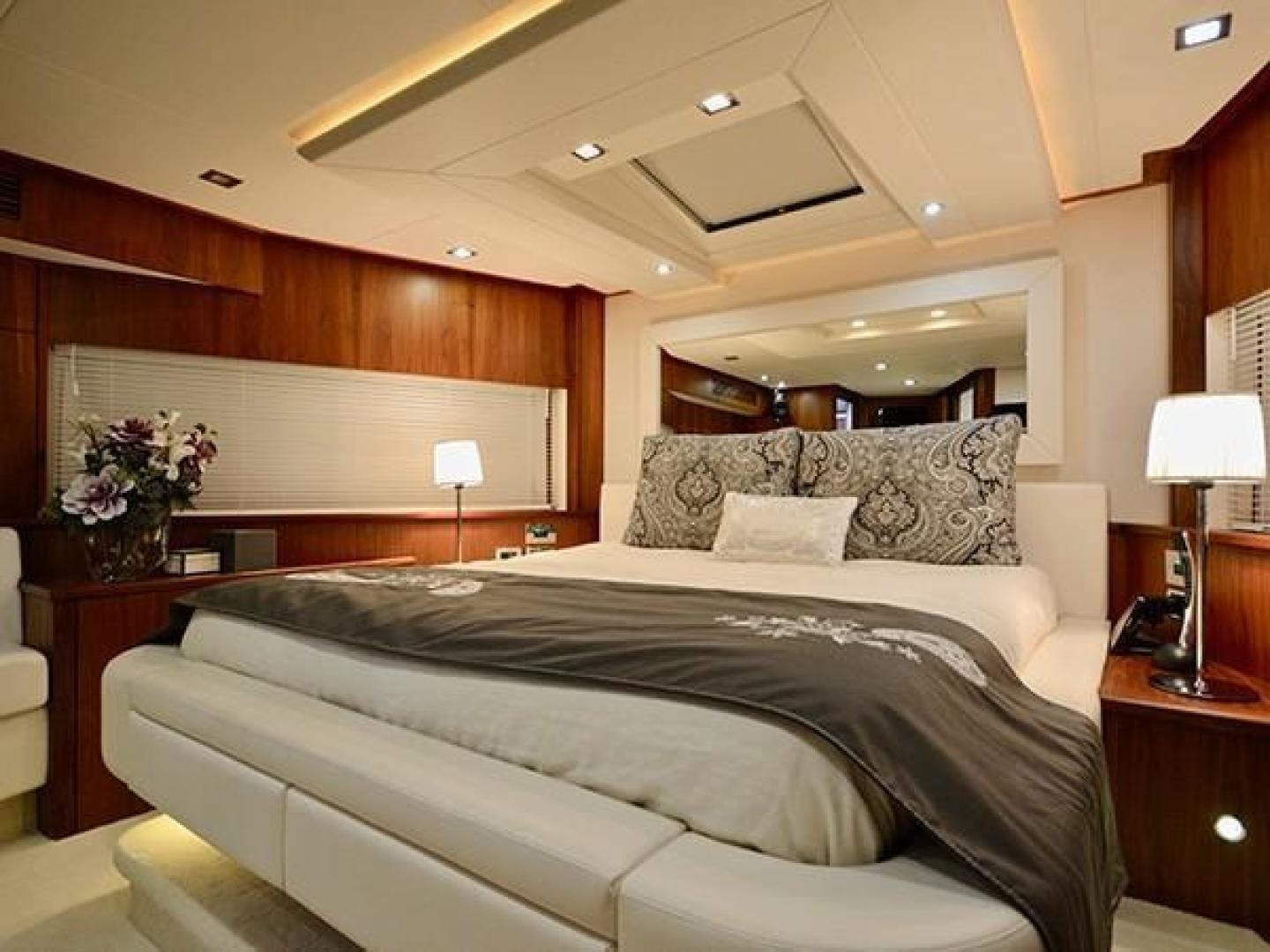 2011 Sunseeker 88' Flybridge Motor Yacht EXIMIUS | Picture 8 of 30