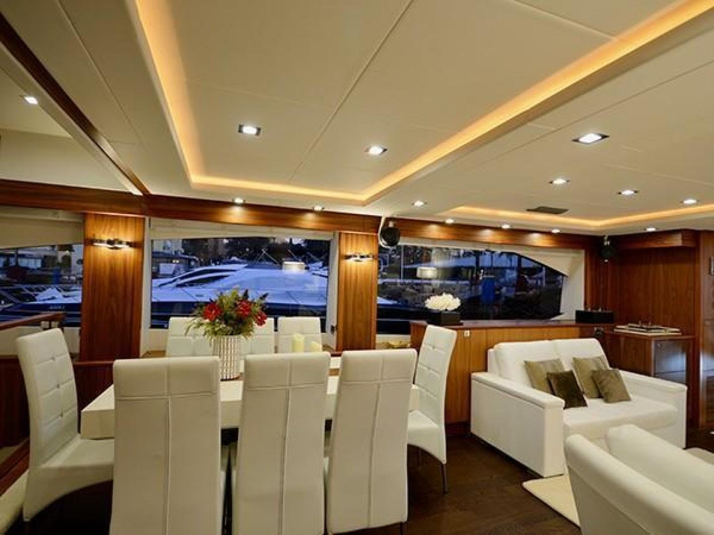 2011 Sunseeker 88' Flybridge Motor Yacht EXIMIUS | Picture 7 of 30