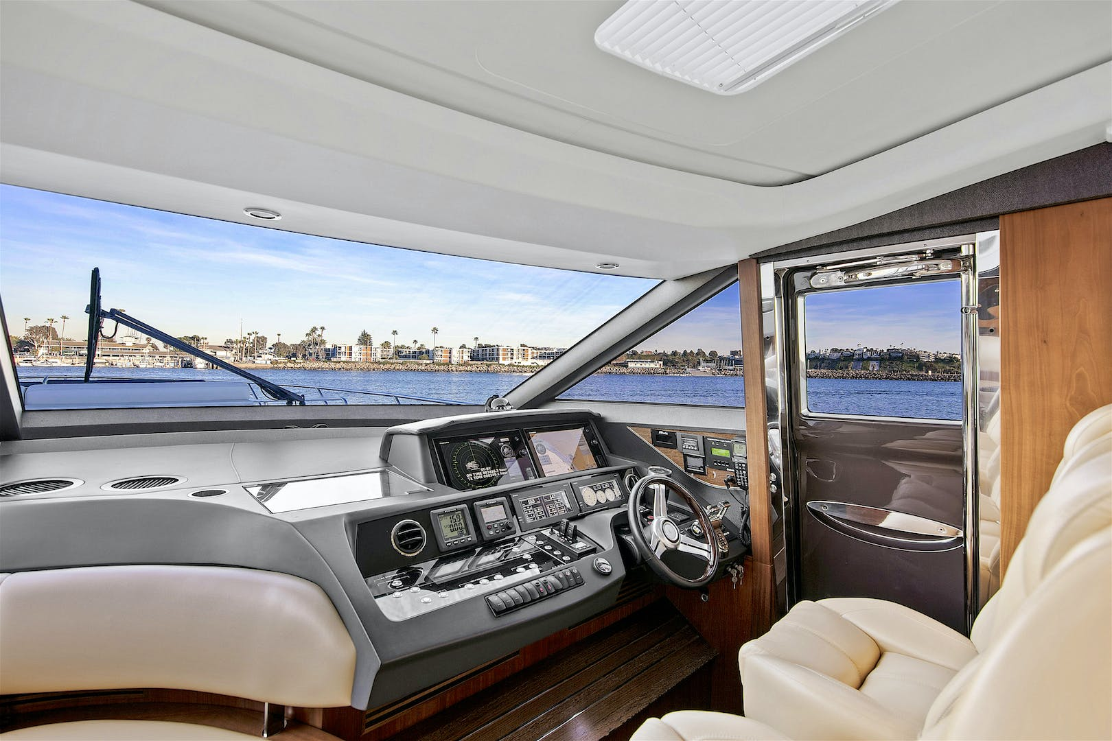2014 Princess 72' V72 BREATHLESS | Picture 4 of 34