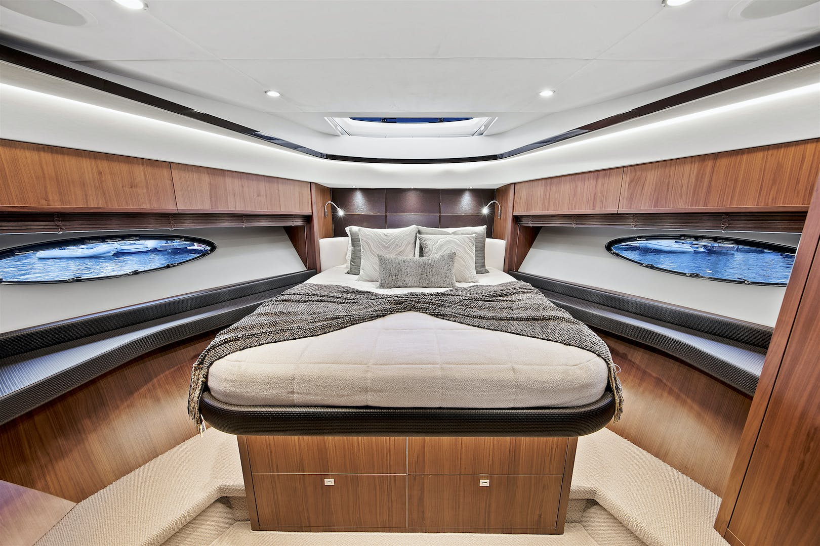 2014 Princess 72' V72 BREATHLESS | Picture 8 of 34